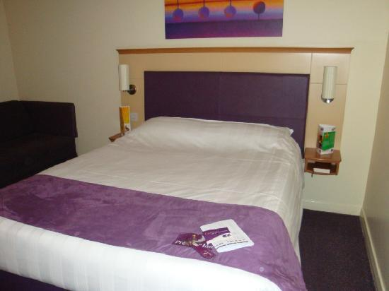 Premier Inn Glasgow (Milngavie) Hotel: bedroom