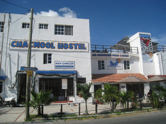 Chacmool Hostel: the front of the hostal