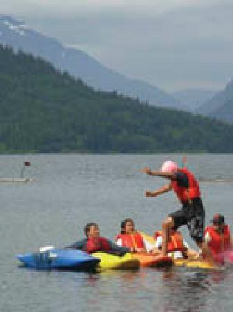 Strathcona Park Lodge & Outdoor Education Centre: playing a kayak game