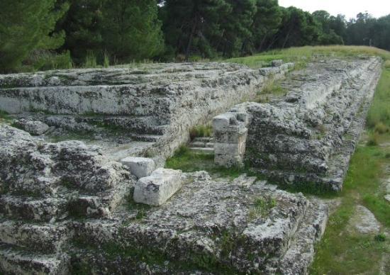 Parco Archeologico della Neapolis: Again the Ara di Ierone II