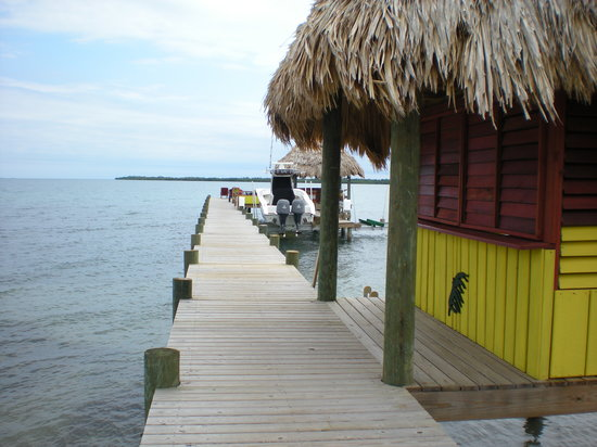 Singing Sands Inn: Picture of dock in front of Singing Sands