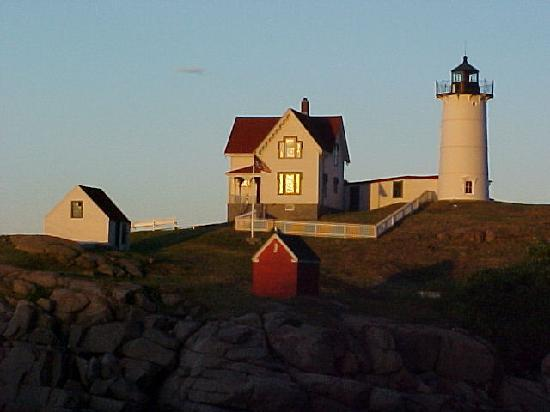 Grand View Inn and Cottages: Nearby Nubble Light