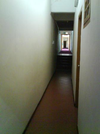 Heeren Inn: hallway to my room