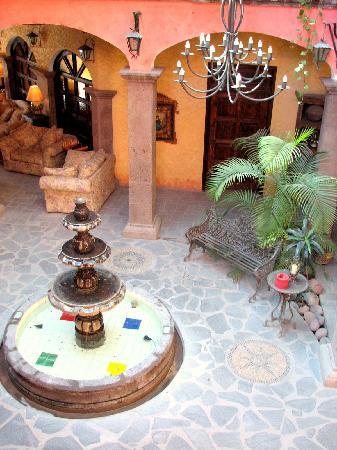 Posada de las Flores Loreto: inthe open courtyard