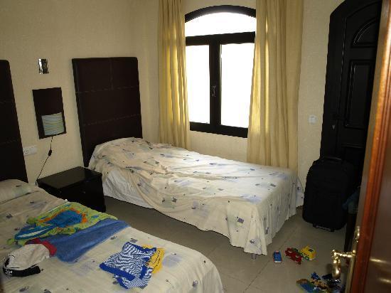 Riviera Park Apartments : Twin Bedroom