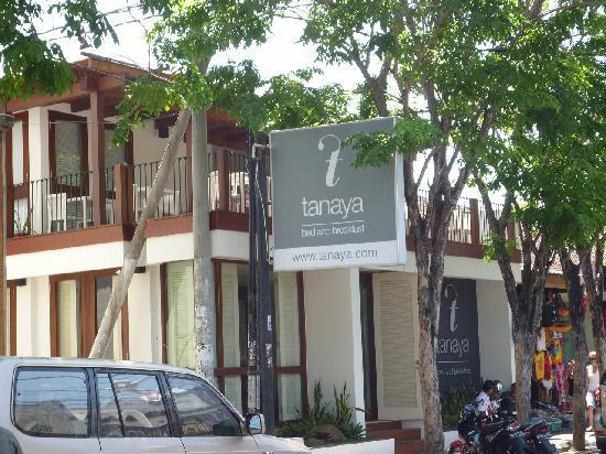 Tanaya Bed & Breakfast: レギャン通り沿いにリニューアルして入り口がわかりやすくなった