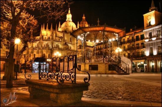 Plaza Mayor: Main Square in Segovia