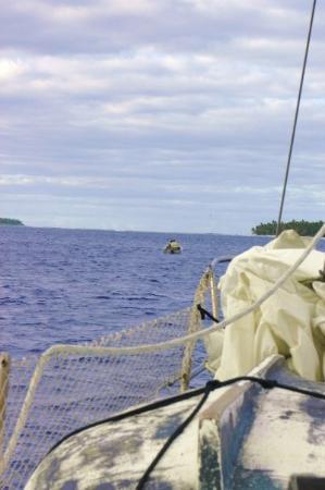 Palmerston Island, Cook Islands: Borgmästare Bob tar emot oss och visar vägen till ankringsplatsen.