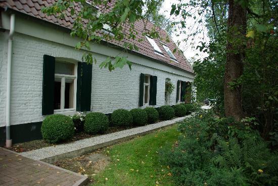 Mont Saint-Aubert, Belgium: maison typique du tournaisis