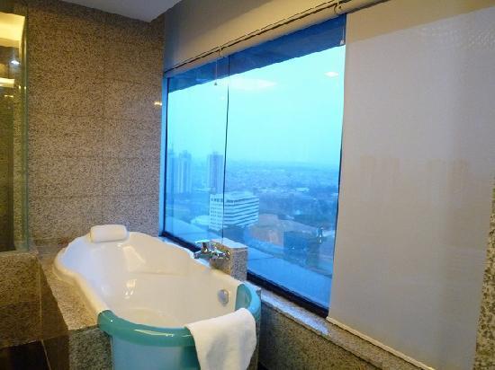 Manhattan Hotel: Manhattan Jakarta Mars&Venus バスルーム