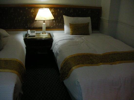 City Hotel: ベットは寝やすい