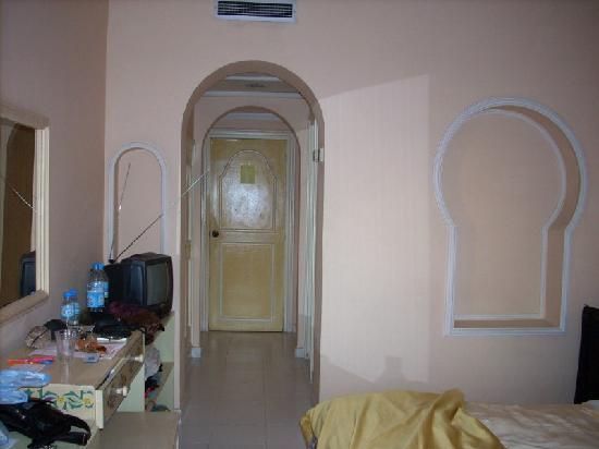 Hotel Sahara Inn: chambre sobre mais propre ( 3ème)étage