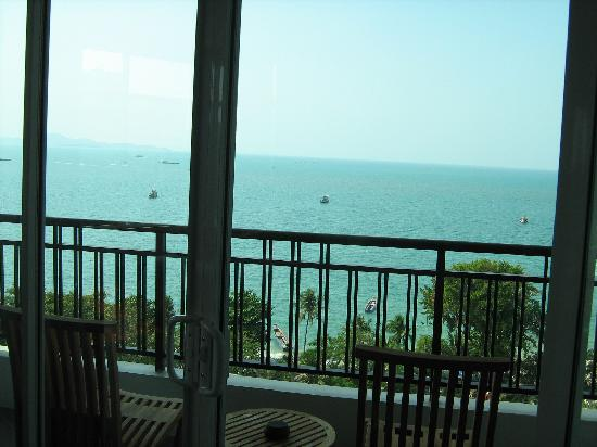 Pattaya Discovery Beach Hotel: What a view