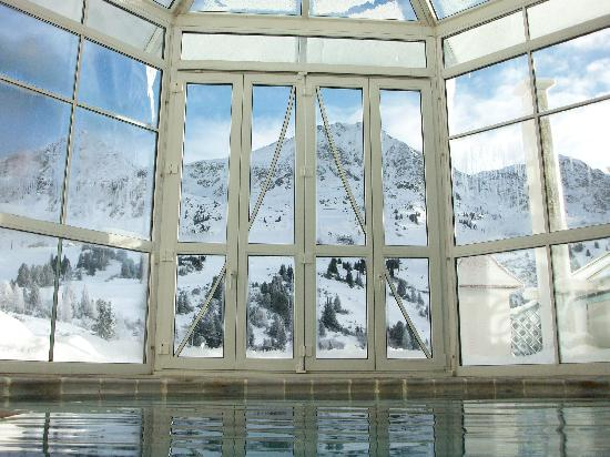 Hotel Cinderella: View of the mountains from the indoor swimming pool