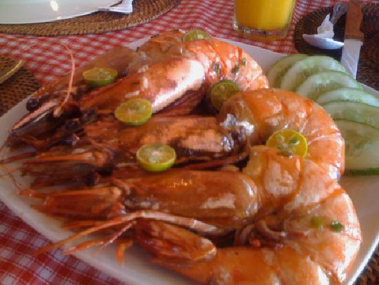 Manila, Filipinas: freshly cooked giant prawns, Boracay