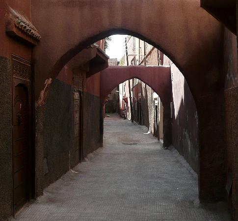 Riad Soumia: Te passageway outside the Riad