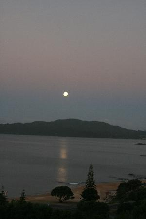 Carneval Ocean View: The moon over Cable Bay
