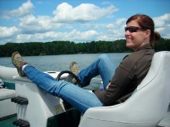 Reel Livin' Resort and Campground : Relaxing pontoon ride