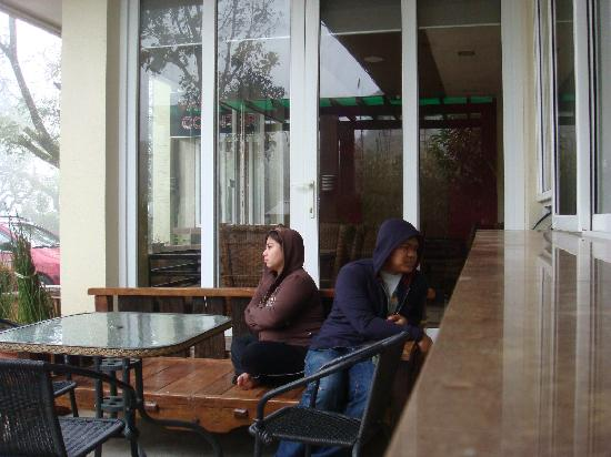 View Park Hotel: Chillin' in Adam's Caffee