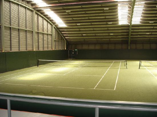 ‪فورموسا جولف ريزورت: Indoor Tennis Court‬