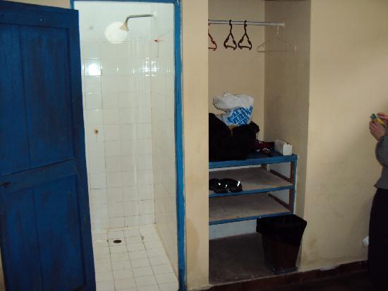 Hospedaje La Pascana: shower