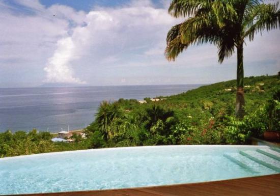 Deshaies, Guadeloupe: Vue sur l'île de Montserrat