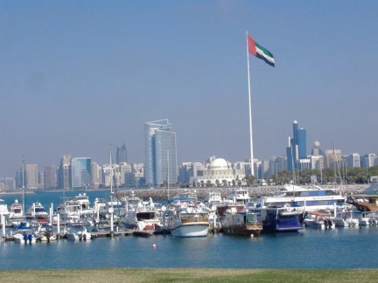Abu Dhabi, Verenigde Arabische Emiraten: Corniche