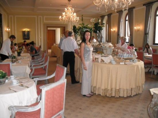 San Clemente Palace Kempinski: Asleep at Breakfast