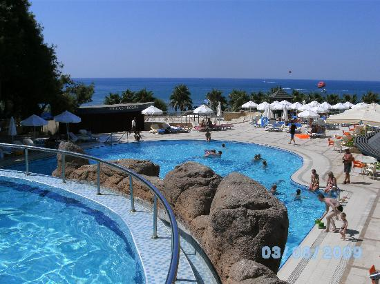 Melas Holiday Village: Piscines