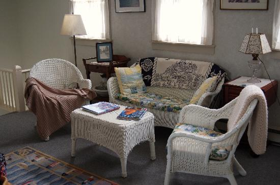 Golden Cod Bed and Breakfast: The sitting room