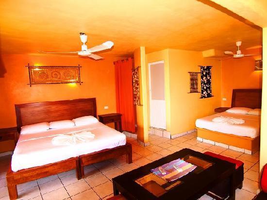 Beach Hotel Ines : Suite interior
