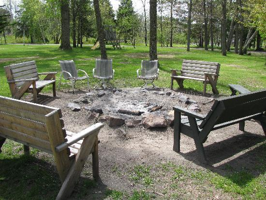 Curriers Lakeview Lodge: Bonfire area