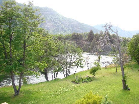 Rio Hermoso Hotel de Montana: Rio Hermoso desde el restaurant