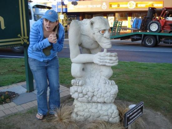 Manukau, Nuova Zelanda: me an gollum, i think i do a better impression than the statue!