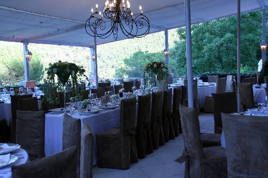 diner de noces sur la terrasse de lauberge - Auberge Des Adrets Mariage