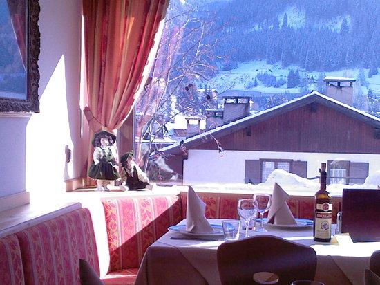 Hotel La Soldanella: Vista dalla sala ristorante dell'hotel