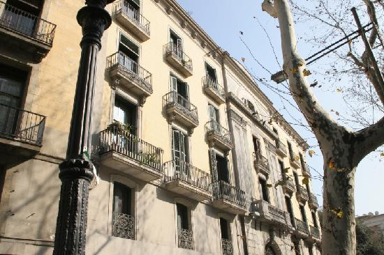 Las Ramblas Passatge Bacardi Apartments: This is the building with the apartments