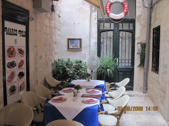 Marco Polo Restaurant: La cour