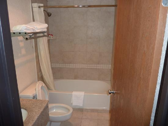 Super 8 Stamford/New York City Area : El baño