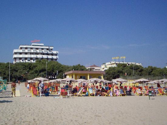 Family Hotel Promenade: veduta dell'hotel dalla spiaggia