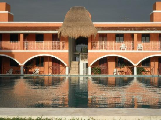 Hacienda Campestre : View of rooms from the front of the pool.