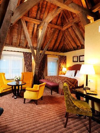 Grand Hotel Casselbergh Bruges: Deluxe room with historical elements