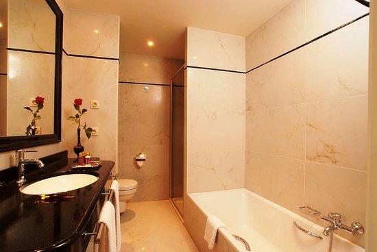 Grand Hotel Casselbergh Bruges: Bathroom