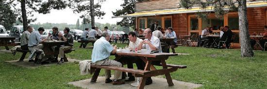 Ethic Etapes Lac de Maine : La Terrasse du Restaurant