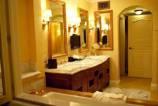 Fairmont Grand Del Mar : Bathroom in hotel
