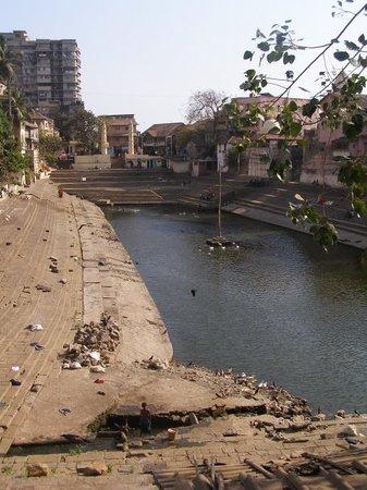 Mumbai (Bombaim) econômico(a)