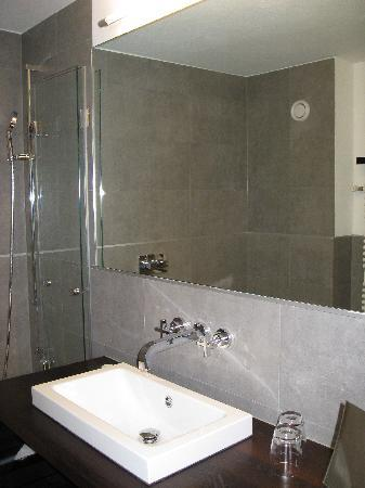 Hotel Mirabeau: bathroom
