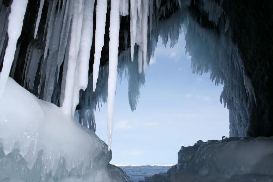 Lake Baikal, Ρωσία: Grotte hivernal du Baikal, par BaikalNature