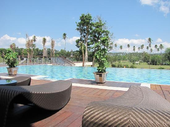 Novotel Manado Golf Resort & Convention Centre: pool
