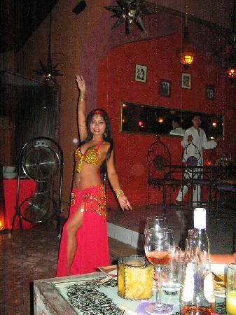 Khaima Restaurant: Belly dancer